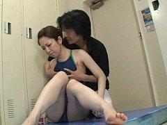 ลุงภารโรงจอมหื่น จับนักว่ายน้ำสาว นักกีฬาโรงเรียน มาข่มขืนในห้องพักมัดแขนมัดขาจัดหนักเลยทีเดียว