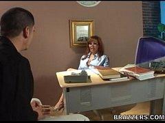 เย็ดคาออฟฟิศ สาวใหญ่ขี้เงี่ยน รุ่นพี่แผนกบัญชี แอ่นหีให้เย็ดคาโต๊ะทำงาน