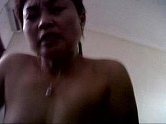 หนังxไทย เจ๊แดงแทงมิดดุ้นxxx สาวใหญ่ แม่ค้าก๊วยเตี๊ยว เย็ดกับภารโรง แอบกิ๊กกัน หลังเก็บร้านนัดกันมาเย็ดที่บ้านพัก ขึ้นควบควยขย่มเย็ดสุดมัน ร่านสุดๆ