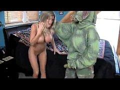 หนังโป๊แปลกxxxเอเลี่ยนบุกเย็ดสาวนมใหญ่ ควยสัตว์ประหลาดเย็ดรัวน้ำหีกระจาย