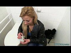 xxx ดูหนังโป๊ฝรั่ง จ้างสาวมาเย็ดในห้องน้ำปั๊ม ถ้าเงินถึง ควยใหญ่เย็ดที่ไหนก็ได้พร้อมให้เย็ดสดแตกในสบายรูหี