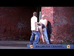 คลิปหลุดporn รีบดู จับภาพหนุ่มกำลังจับสาวถกกางเกงกระเด้าหีหน้าประตูตึกจับกดกระแทกหีไม่ยั้ง